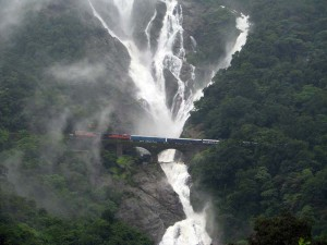 Vodopad_Dudhsagar_2_India