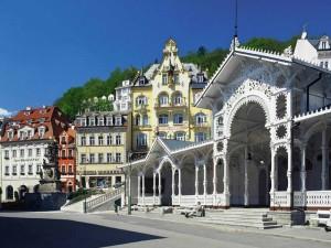 Karlovy_Vary_Czechia_kolonada1