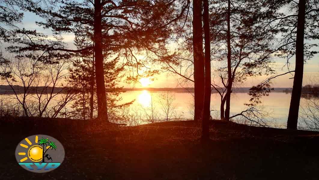 "Закат на озере в санатории ""Голубые озера"""